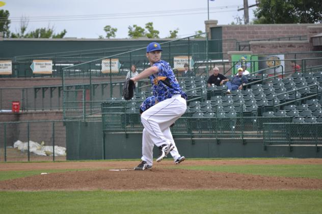 Sioux Falls Canaries Pitcher Stephen Bougher