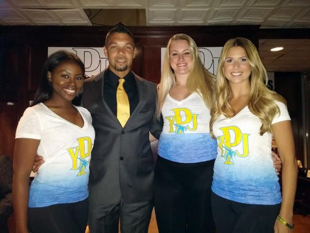 Philadelphia Yellow Jackets Head Coach Mike Brown with Cheer Team Members Jade, Samantha and Kate