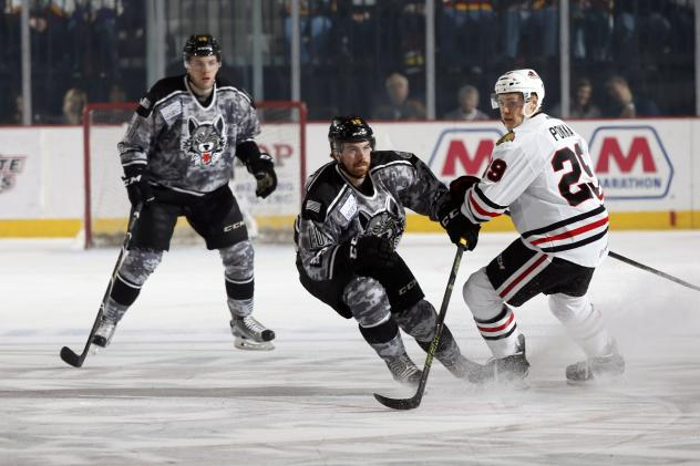 Chicago Wolves LW Yannick Veilleux and RW Zach O'Brien vs. the Rockford IceHogs