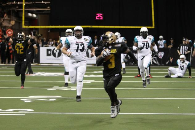 Gerald Young with the Las Vegas Outlaws Returns a Missed Field Goal for a Touchdown vs. the Arizona Rattlers