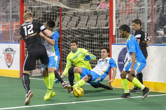 Milwaukee Wave Scramble for the Ball vs. the Chicago Mustangs