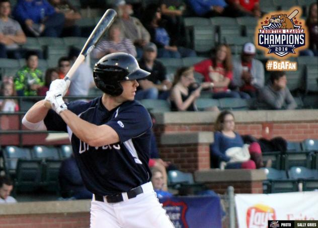 Sweeney Inks Contract with Otters