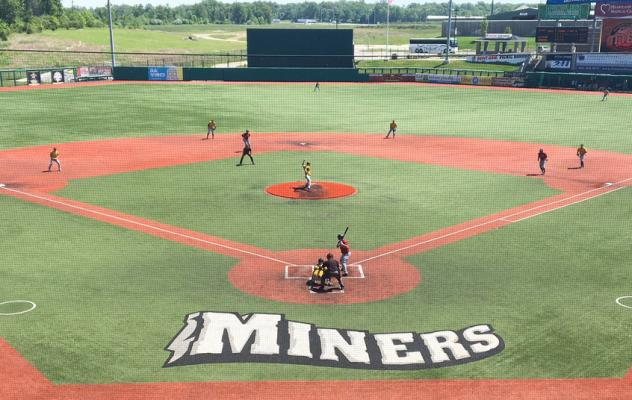 Miners Rally to Beat Otters 8-7