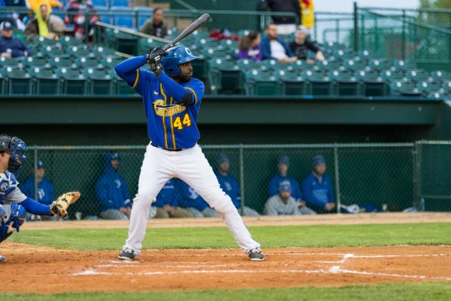 Canaries Crush Saints in Series Finale