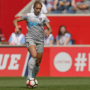 Lynn Williams and the North Carolina Courage Take on Sydney Leroux and FC Kansas City in the NWSL Game of the Week on Lifetime