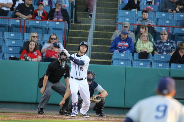 Clippers Edge Chiefs, 3-2, in Ten