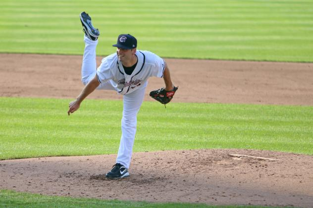 Chiefs and Red Wings Split Doubleheader Friday