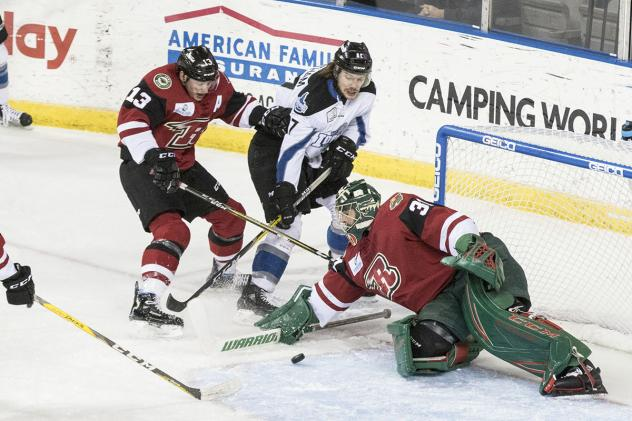 Connor Chatham of the Idaho Steelheads in front of the Rapid City Rush net