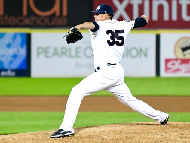 Somerset Patriots RHP Dustin Molleken