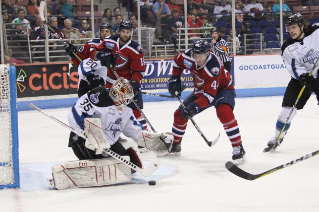 Idaho Steelheads Goaltender Tomas Sholl makes a save vs. the South Carolina Stingrays