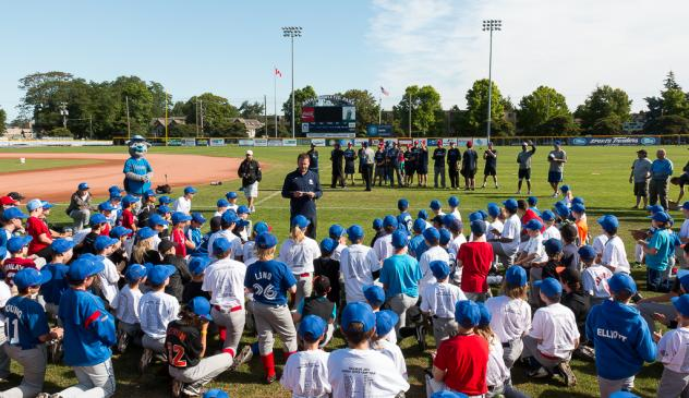 Victoria HarbourCats talking with kids