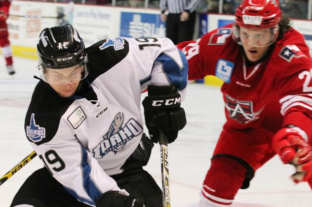 Max French of the Idaho Steelheads vs. the Allen Americans