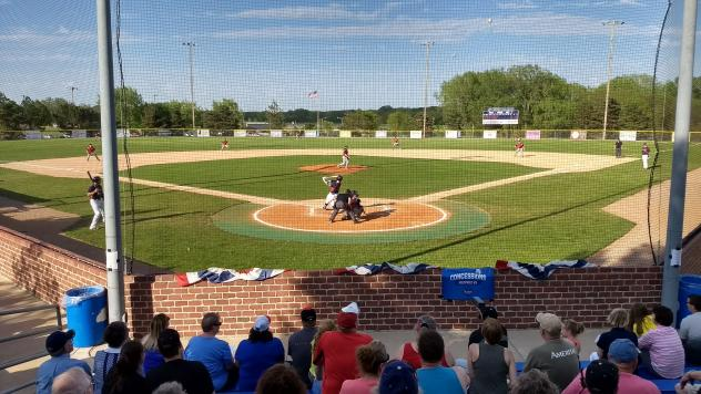 Lincoln Saltdogs play at Plum Creek Ballpark in Seward, NE