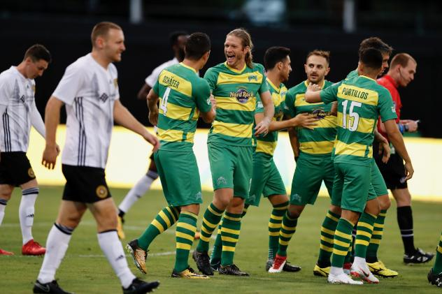 Tampa Bay Rowdies exchange congratulations