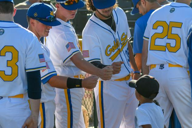 Yuba-Sutter Gold Sox greet a young fan