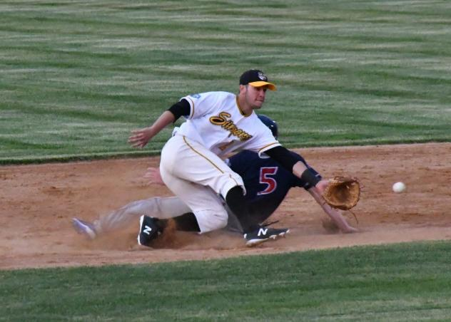 Willmar Stingers vs. the Eau Claire Express