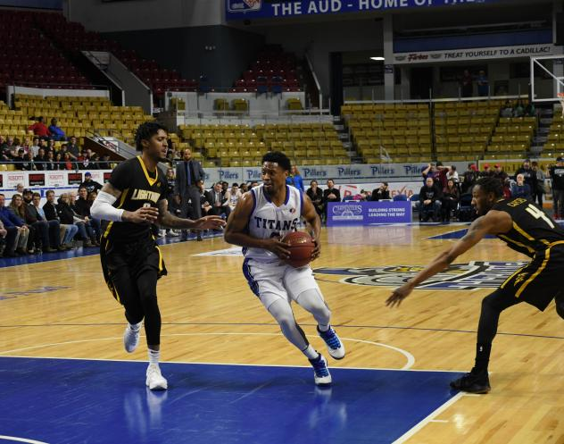Kitchener-Waterloo Titans guard Ed Horton drives against the London Lightning