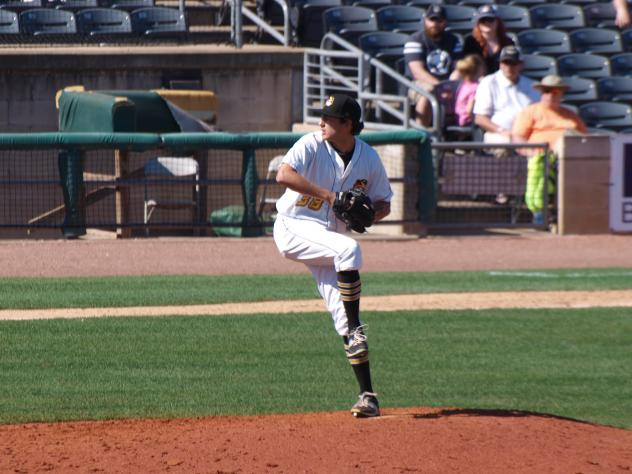 Daniel Zamora pitching with the West Virginia Power in 2016