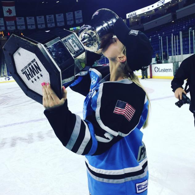 Emily Pfalzer of the Buffalo Beauts kissing the Isobel Cup