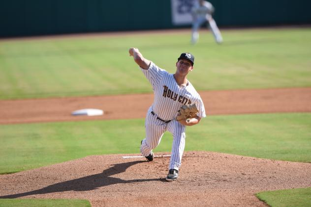 Charleston RiverDogs pitcher Shawn Semple