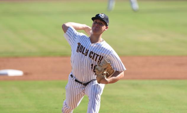Charleston RiverDogs pitcher Shawn Semple fires away