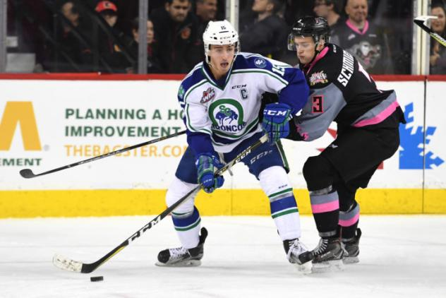 Dominic Schmiemann in action with the Calgary Hitmen vs. the Swift Current Broncos