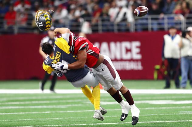 San Diego Fleet QB Mike Bercovici loses his helmet as he is sacked by Shaan Washington of the San Antonio Commanders