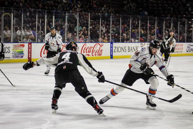 Utah Grizzlies defenseman Turner Ottenbreit directs traffic against the Kansas City Mavericks