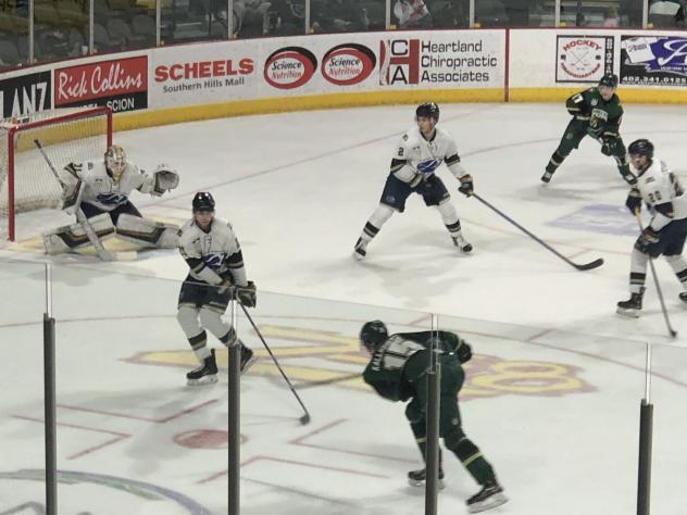 Sioux Falls Stampede defend against the Sioux City Musketeers