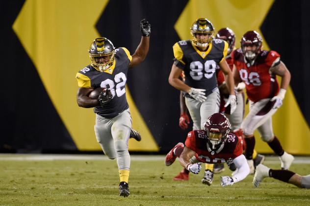 San Diego Fleet running back Ja'Quan Gardner runs 83 yards for a score against the San Antonio Commanders