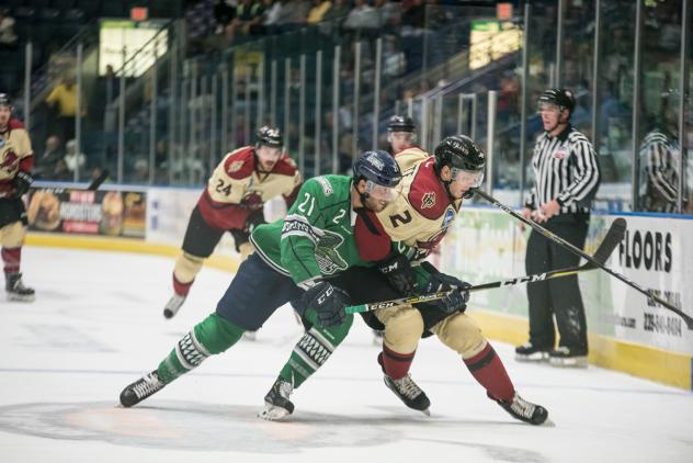 Florida Everblades left wing Tommy Thompson