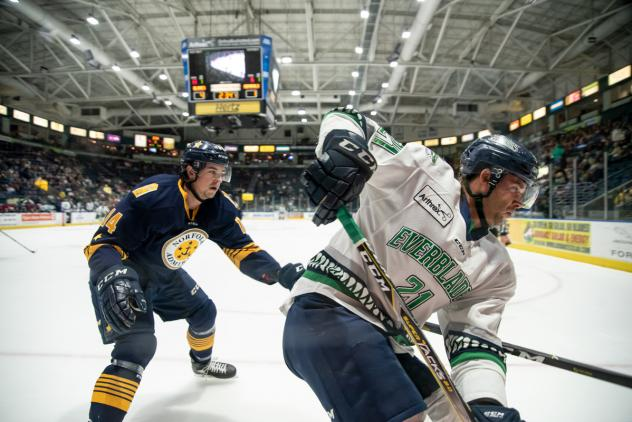 Florida Everblades left wing Tommy Thompson vs. the Norfolk Admirals