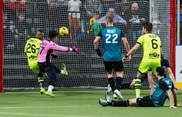 Milwaukee Wave forward #26 Ian Bennett scores a goal to tie the game with 6 seconds remaining in the 4th quarter vs. the St. Louis Ambush