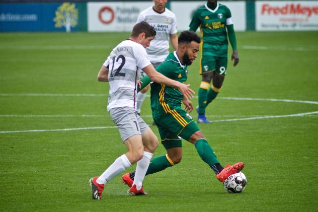 Sacramento Republic FC challenges Portland Timbers 2 for possession