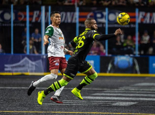 Milwaukee Wave Forward Ian Bennett (right) eyes the ball against the Monterrey Flash