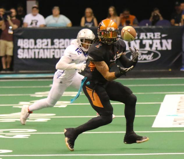 Jamal Miles of the Arizona Rattlers makes a catch vs. the San Diego Strike Force