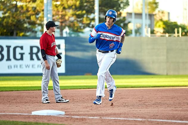 Ottawa Champions circle the bases against the New Jersey Jackals