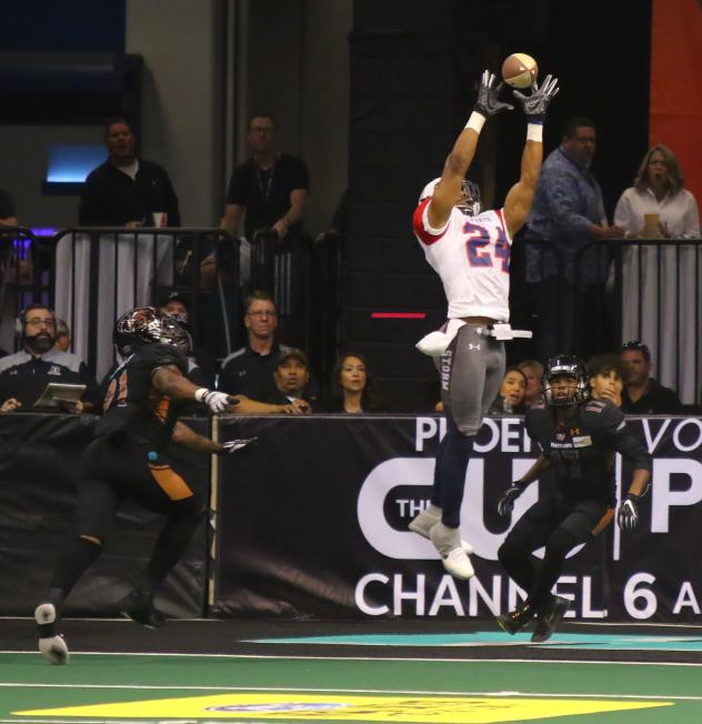 Daniel Lindsey of the Sioux Falls Storm leaps to make a catch against the Arizona Rattlers