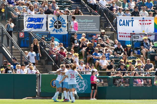Chicago Red Stars celebrate a goal against Reign FC