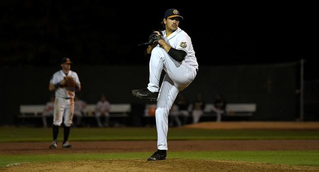 Burlington Bees pitcher Keith Rogalla