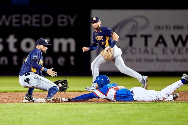 Malik Collymore of the Ottawa Champions steals second against the Quebec Capitales