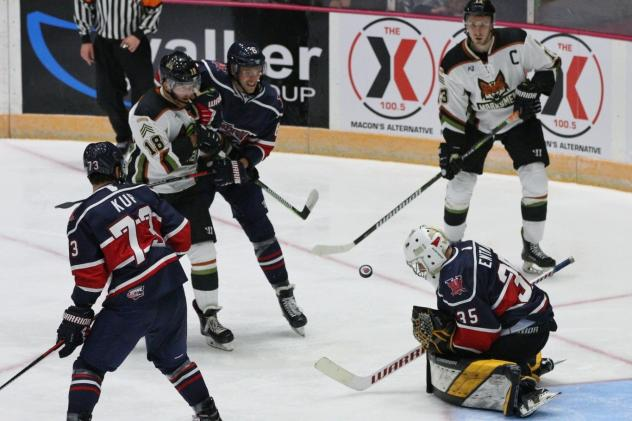 The Fayetteville Marksmen test the Macon Mayhem defense