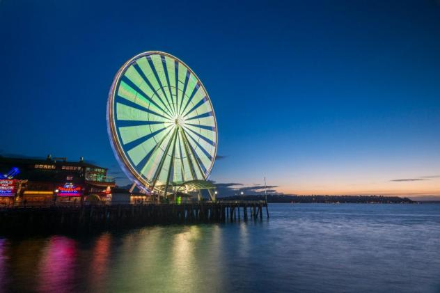The Great Wheel on Seattle's waterfront goes Rave Green in support of Sounders FC