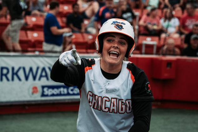 Chicago Bandits catcher Gwen Svekis