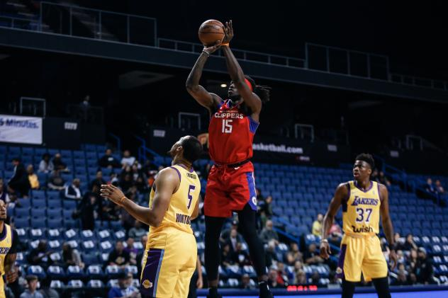 Agua Caliente Clippers forward Johnathan Motley goes up for a shot against the South Bay Lakers