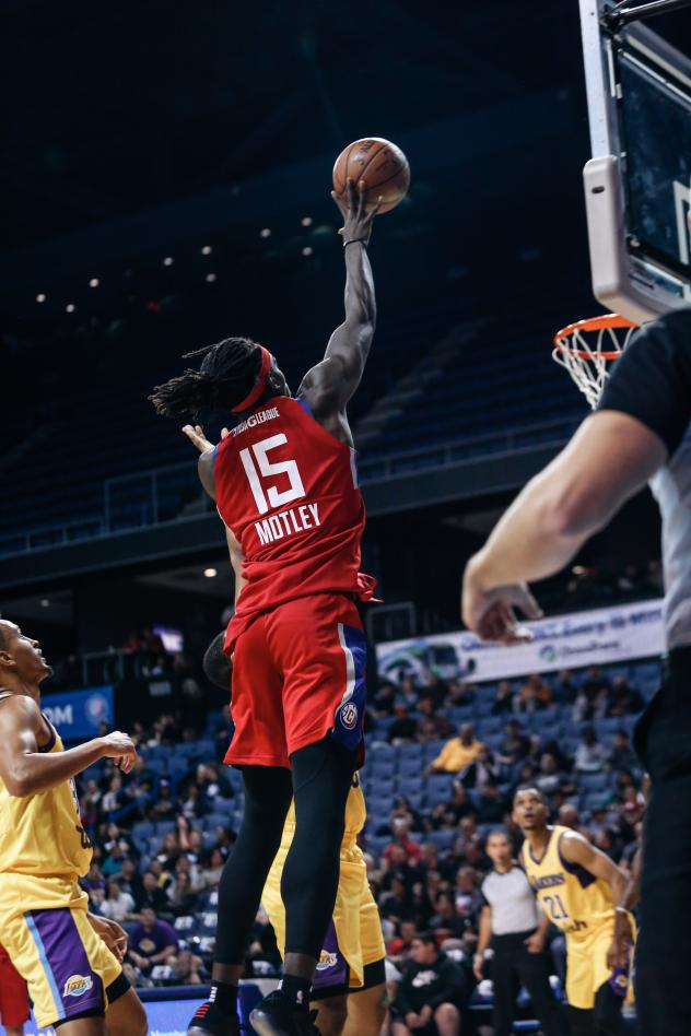 Agua Caliente Clippers forward Johnathan Motley shoots against the South Bay Lakers