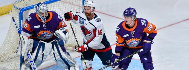 South Carolina Stingrays forward Mitch Vanderlaan (center) vs. the Orlando Solar Bears