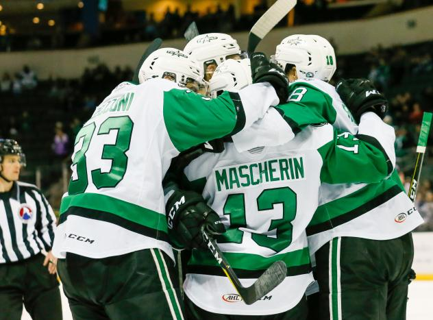 Texas Soars huddle up after a goal against the Milwaukee Admirals