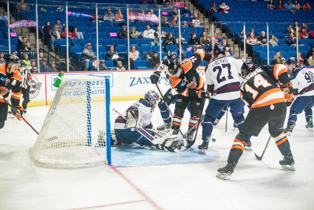 Fort Wayne Komets test Tulsa Oilers goaltender Devin Williams