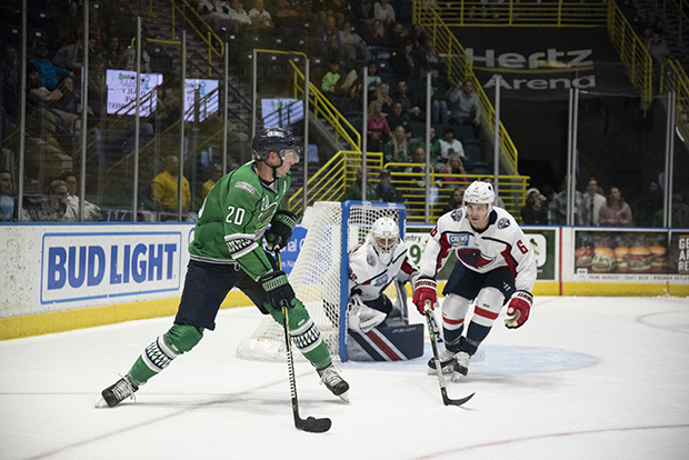 Florida Everblades right wing Justin Auger vs. the South Carolina Stingrays